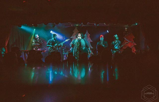 🤟🏽Happy Weekend Everyone 🤟🏽 . . . 📸 @luxiconphoto . . #itstheweekend #itstheweekendbaby #timetochill #woosah #ohyeah #thatsthewayilikeit #rockbands #indiebands #bandsofinstagram #musiciansofinstagram #woopwoop #bandphoto #bandphotography #rockmusic #rockmusicians #soulmusic #funkmusic #rockmusiclives #newmusic #discovernewmusic #bandstolistento #rocknroll #rockon #rocklives #aerosmithfans #gretavanfleetfans #davematthewsbandfan #aliaandtheagency