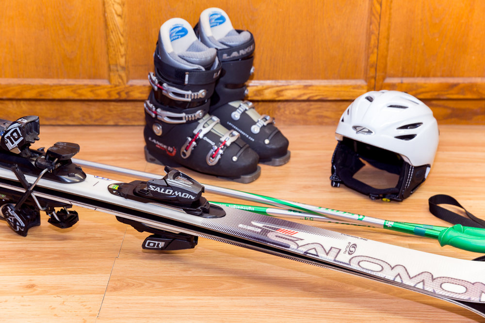 PERFORMANCE SKI & SNOWBOARD PACKAGE - 140CM - 180CM  // Performance Skis ranging from Atomic, K2, Salomon, & Volkl // Performance Snowboards ranging from Burton, Head, Morrow, Sol, & LTD   RATES : // We do not charge for the day you pick up or return. Free travel days! // Helmets are an additional $7 for the first day & $3 every day after that. 1 DAY - $34.99 2 DAY - $41.99 3 DAY - $64.99 EXTRA DAYS - $15.00 (Per Day) SEASON - $249.99 Adult Package picked up prior to January 1, 2018 SEASON - $199.99 Adult Package picked up after January 1, 2018
