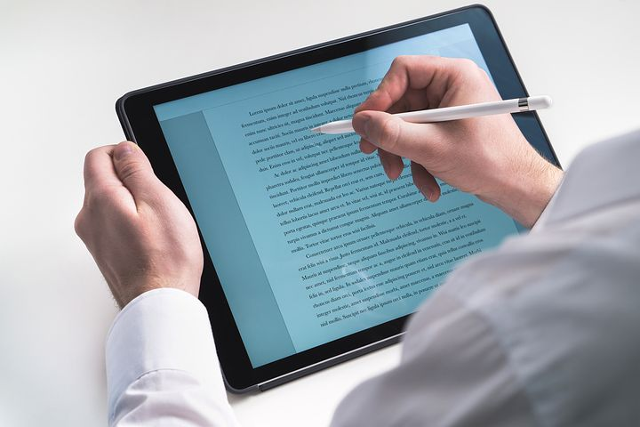 tablet-2188370__480.jpg