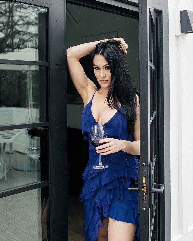Friday mood be like... 👀🍷 . . . . . .  #strongwomen #wine #eentertainment #bellatwins #winenight #empoweringwomen #bellaarmy #wwe #totaldivas #totalbellas #wwewomen #nikkibella #briebella #danielbryan #divas #winetasting #winelover #laughter #smile #napa #goodlife #wine #friday @mcalderonphoto