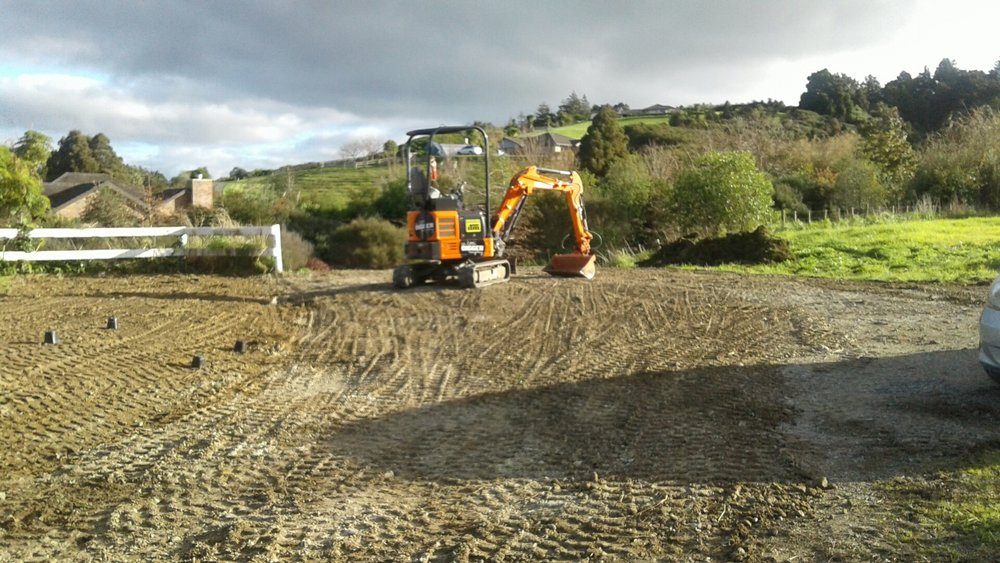 Warkworth: Carpark   No problem for the Little Digger: we levelled the lawn and formed a new carpark
