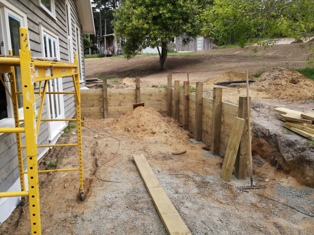 Parkiri   Need a hand to build a retaining wall? Andy, our landscape gardener, is your man.