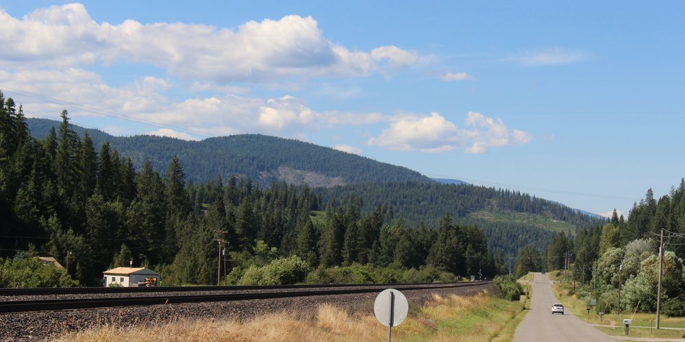 The railroad draws the boundary to town