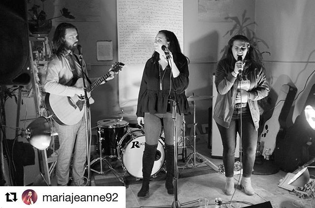 We loved our performance @indiablock! Live music, amazing dranks, and an electric crowd. Check them out! 🎆🎆🎆 • • • #happnstance #happnstancemusic #happnstancesf #berkeley #indiablockarts #livemusic #bayareamusic #woo #memories #encore #acoustic #musicsf #bayarealove