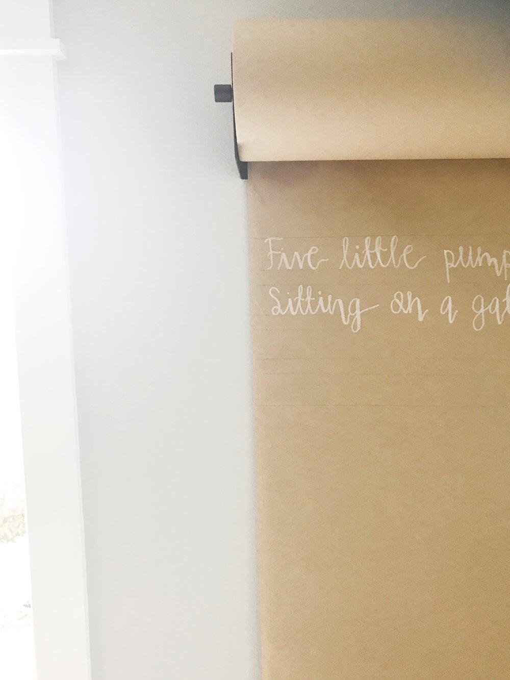wall mount kraft paper holder 5 little pumpkins feature