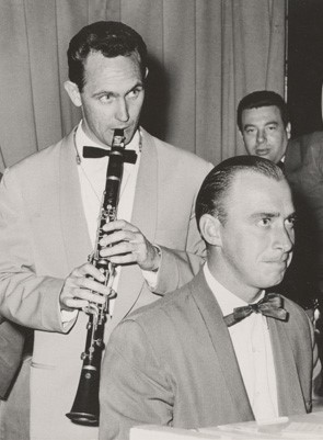 Billy Walker (Don Burrows, Joe Singer in background)