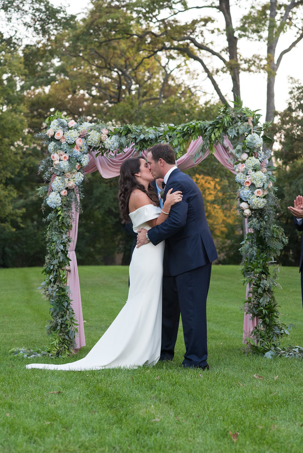 HighlandPark-Wedding-Flower-Arch.jpeg