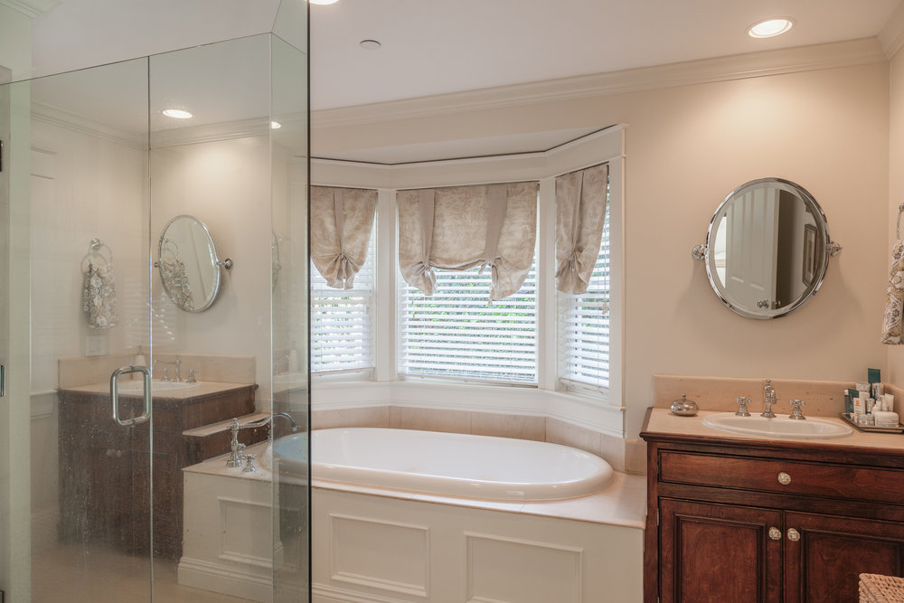 3163 La Suvida Dr Los Angeles-print-023-Master Bathroom-4200x2800-300dpi.jpg