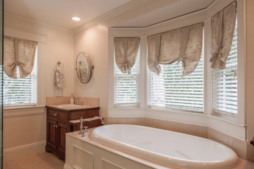 3163 La Suvida Dr Los Angeles-print-024-Master Bathroom-4200x2800-300dpi.jpg