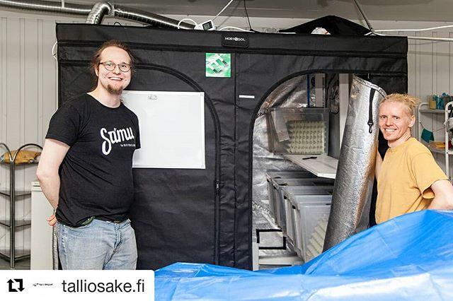 #Repost @talliosake.fi Tampereella ratkaistaan maailman ruoantuotannon haasteita. EntoCuben sivutoimipiste sijaitsee Tampereen Hervannan Talliosakkeessa. Tutkimusyksikössä majailee työntekijöiden lisäksi 20 - 30.000 kotisirkkaa. #Talliosake #tilaatekijöille #entocube @timotejkov