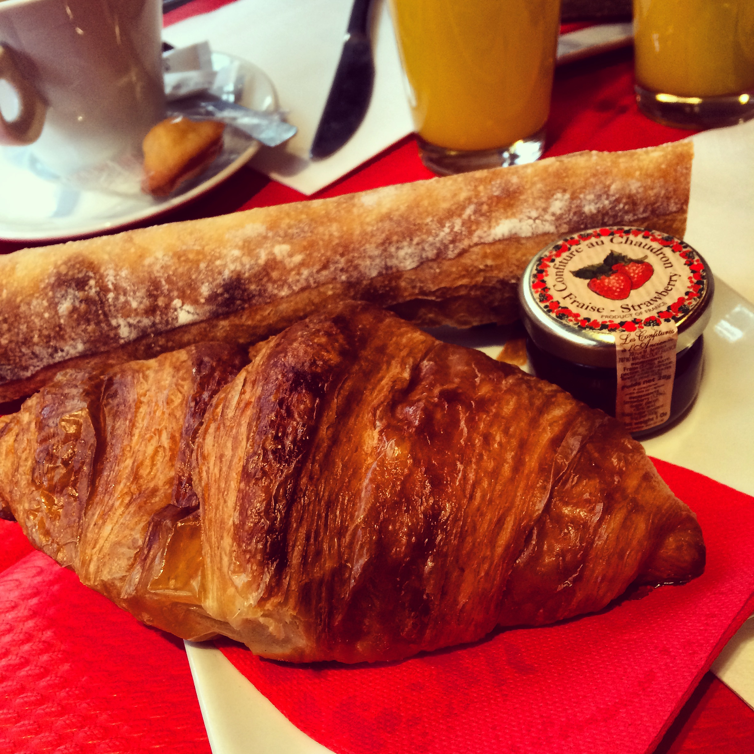 When I was in Paris I ate bread and croissants every morning