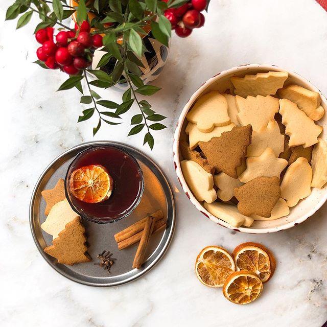 Yeni yıl mutluluğu ve heyecanı sarmışken Cumartesi ve Pazartesi sıcak şarap ve zencefilli kurabiyeleriniz için bize uğramayı unutmayın🥳🎄#happynewyear #teşvikiye #abowlofjoy