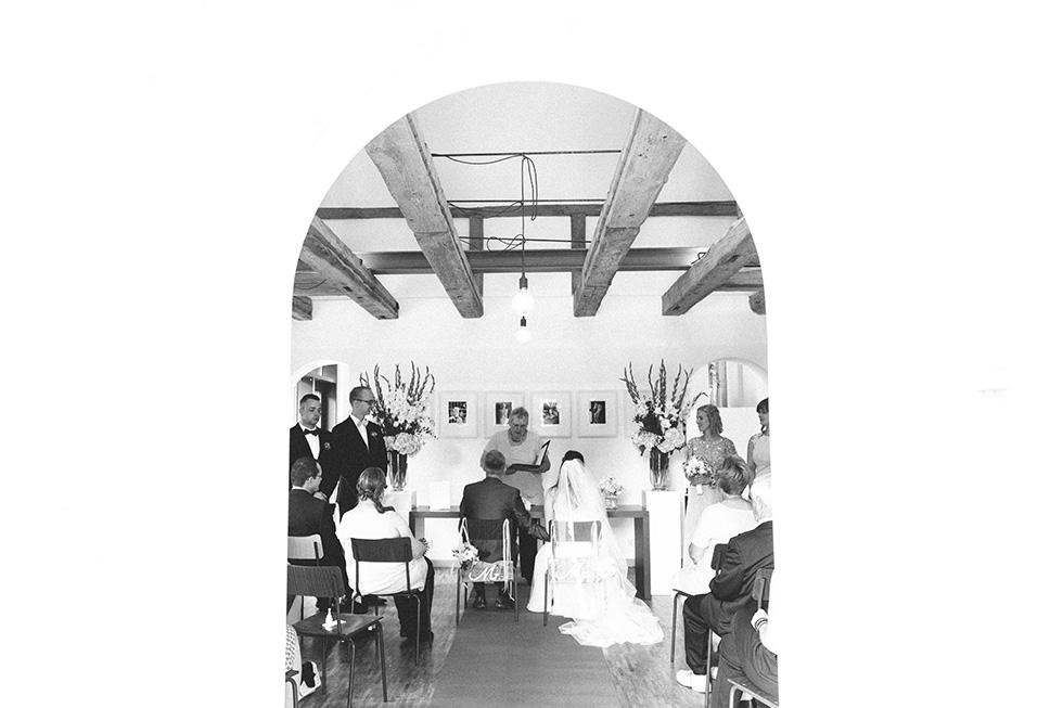 Traumanufaktur_Hochzeitsreportag_Hochzeitsfotograf_Gut_Landsdorf_Rostock_Ostsee_030.jpg