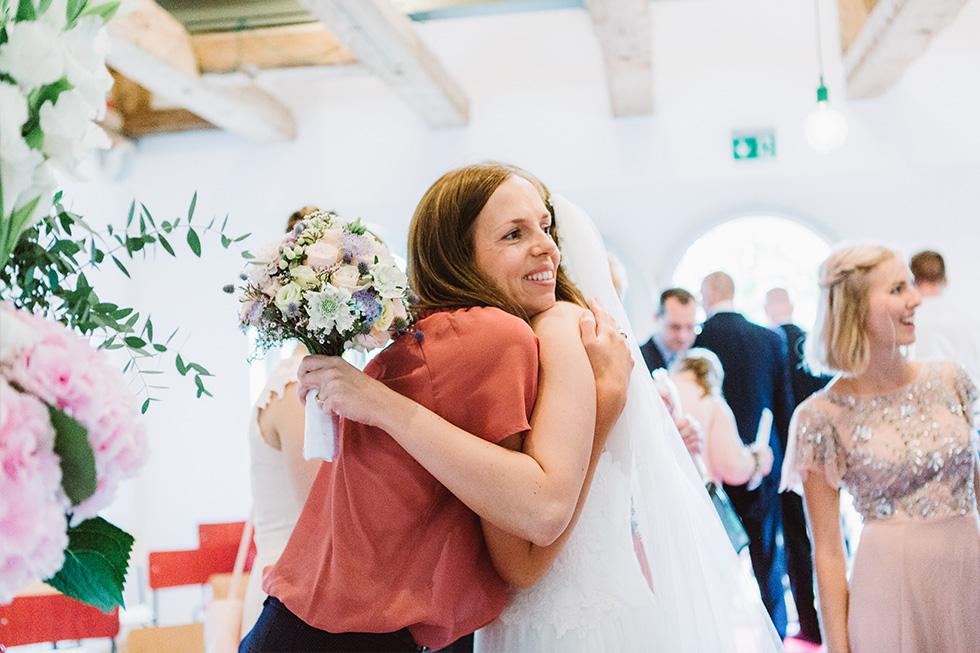 Traumanufaktur_Hochzeitsreportag_Hochzeitsfotograf_Gut_Landsdorf_Rostock_Ostsee_032.jpg