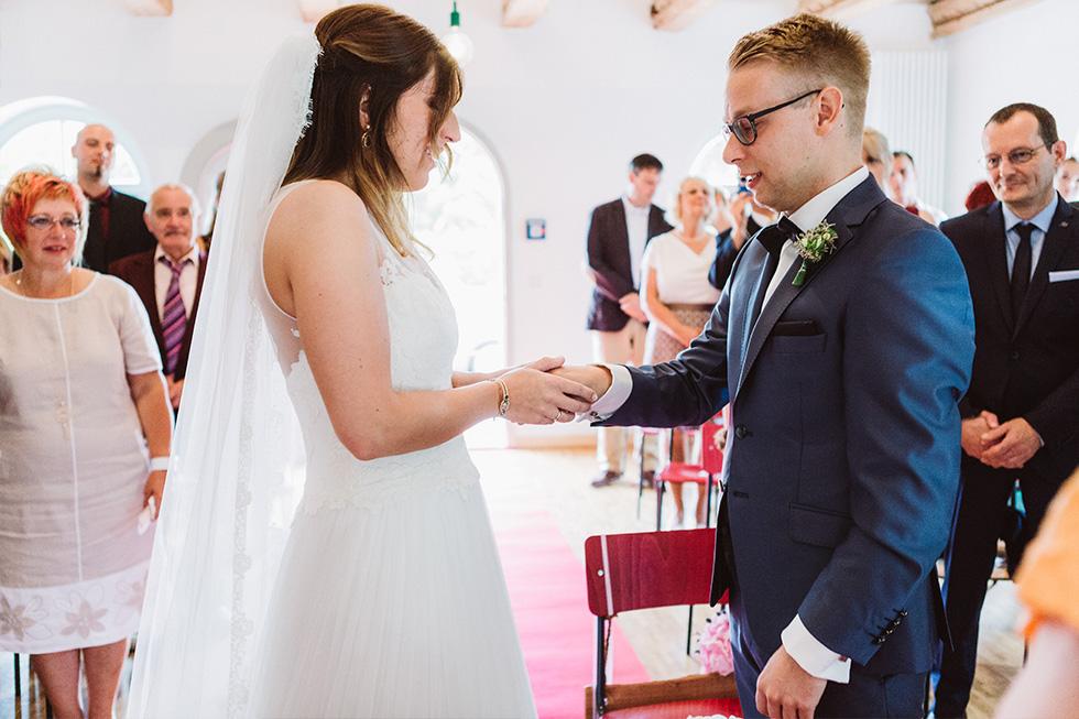 Traumanufaktur_Hochzeitsreportag_Hochzeitsfotograf_Gut_Landsdorf_Rostock_Ostsee_033.jpg