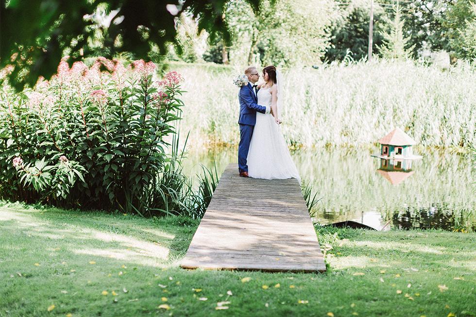 Traumanufaktur_Hochzeitsreportag_Hochzeitsfotograf_Gut_Landsdorf_Rostock_Ostsee_066.jpg