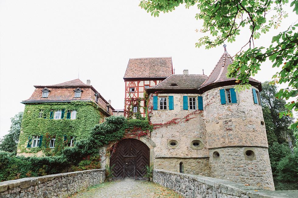 Traumanufaktur_Hochzeitsreportag_Hochzeitsfotograf_Wasserschloss_Unsleben_Würzburg_004.jpg