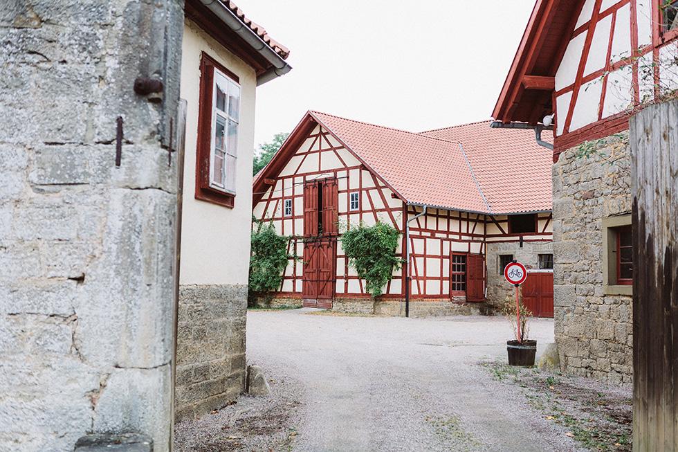 Traumanufaktur_Hochzeitsreportag_Hochzeitsfotograf_Wasserschloss_Unsleben_Würzburg_006.jpg
