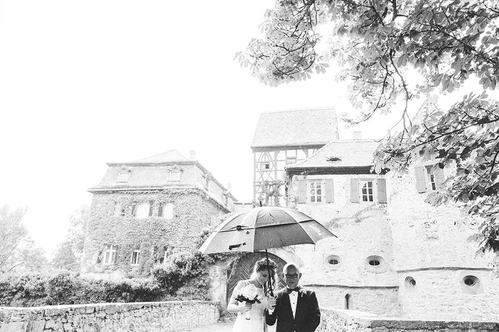 Traumanufaktur_Hochzeitsreportag_Hochzeitsfotograf_Wasserschloss_Unsleben_Würzburg_056.jpg