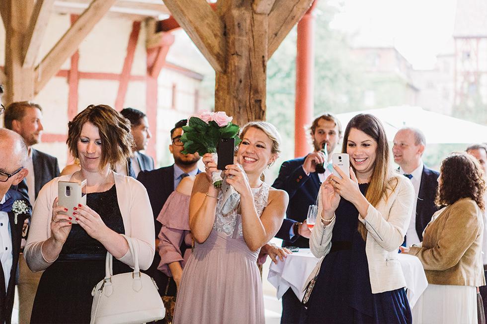 Traumanufaktur_Hochzeitsreportag_Hochzeitsfotograf_Wasserschloss_Unsleben_Würzburg_079.jpg