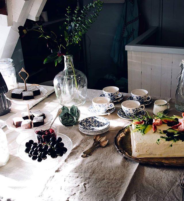 Jag har just bloggat om förra veckans finfrukost på @ladanhemse 💕 Jag och @camillasetterwall träffade den kreativa pangduon @sandiolander och @leitntosinspiration De har eget klädmärke och butik i Hemse, in och läs! Länk i profil. Önskar även en fin fredag ☀️
