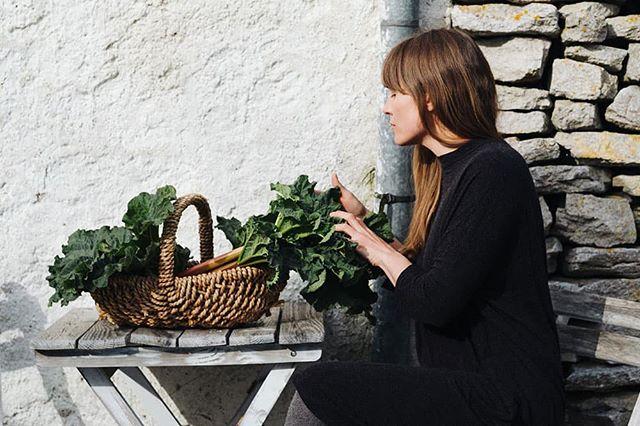 Jag har den äran att vara @vintagefabriken s hållbara profil den här månaden 😊🙏 Intervjun hittas på www.lovelylife.se 🌱  Foto av bästa @matildastillvaro