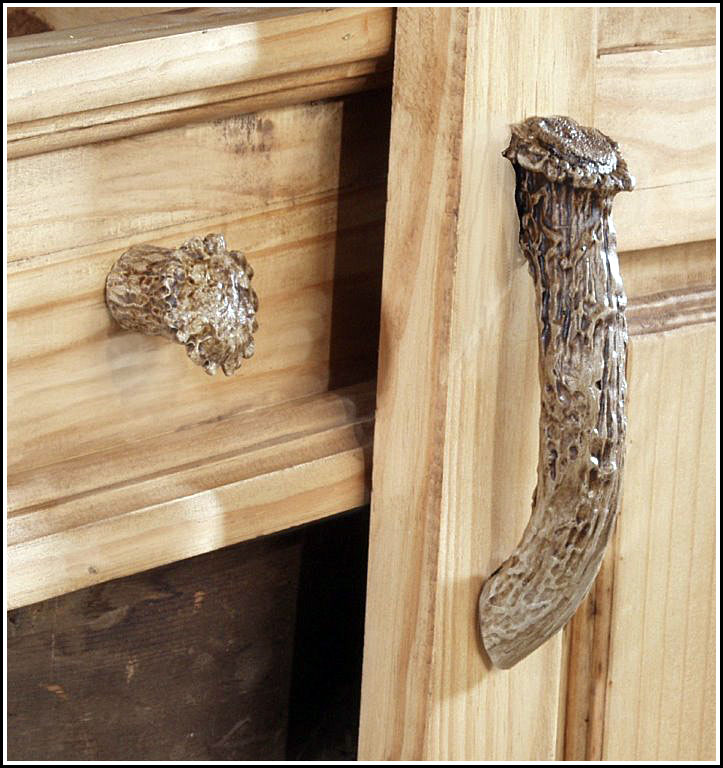 Whitetail Antler Cabinet Knob & Handle