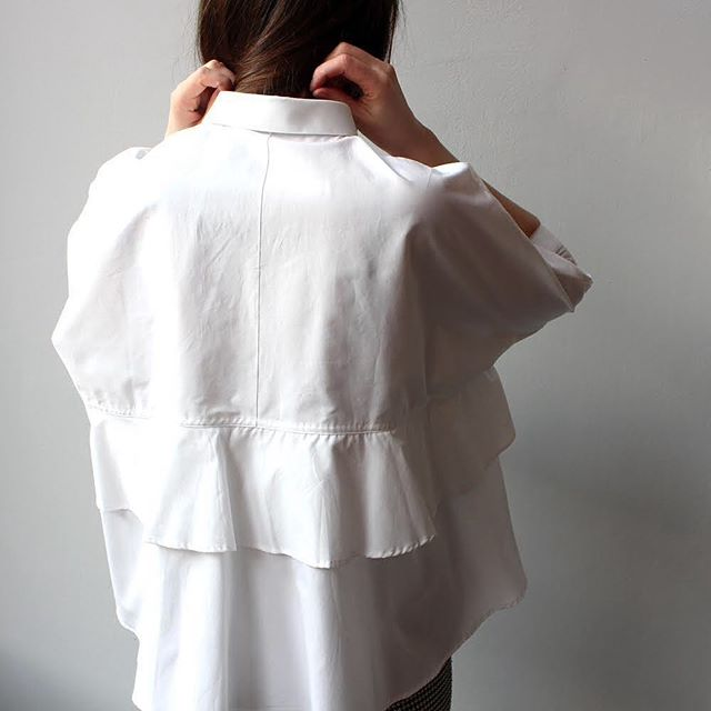 Dreaming of warmer times in the Oversized Popline Shirt. Now reduced from €227 to €70.