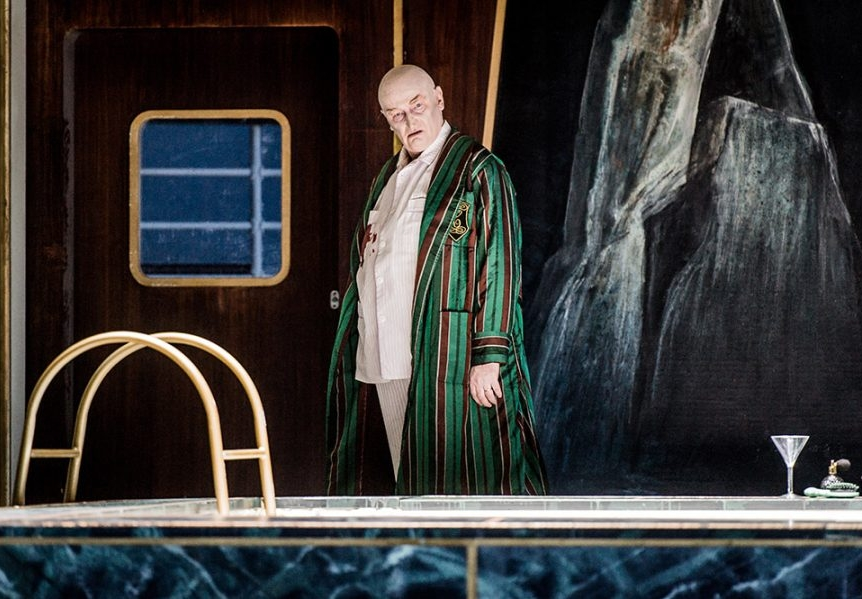 Clive-Bayley-Commendatore-900x599.jpg