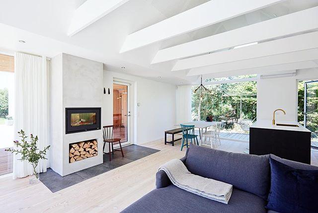 Spring and summer ready Woodhouse 🌱☀� #architecture #danishdesign #woodhouse #vacationhome #urlaubsarchitektur #surroundedbynature