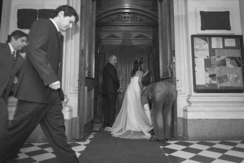 Laura+pablo-fotografo-de-casamientos-bodas-en-buenos aires-capital-argentina-imagenes-uriel-luongo-urielluongo.com-fotoperiodismo-basilica-san antonio de padua-mora prado-eventos (10 de 44)