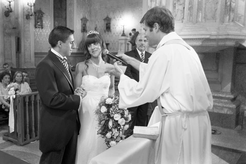 Laura+pablo-fotografo-de-casamientos-bodas-en-buenos aires-capital-argentina-imagenes-uriel-luongo-urielluongo.com-fotoperiodismo-basilica-san antonio de padua-mora prado-eventos (15 de 44)