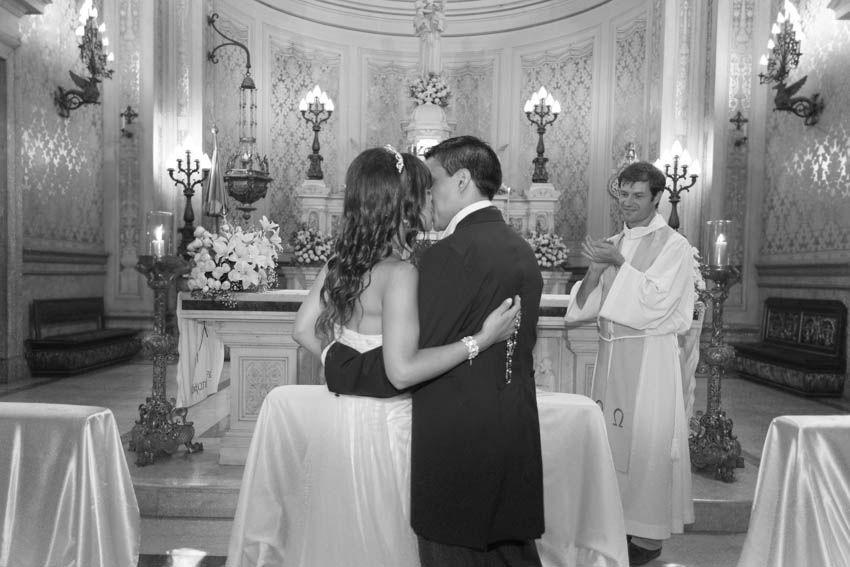 Laura+pablo-fotografo-de-casamientos-bodas-en-buenos aires-capital-argentina-imagenes-uriel-luongo-urielluongo.com-fotoperiodismo-basilica-san antonio de padua-mora prado-eventos (17 de 44)