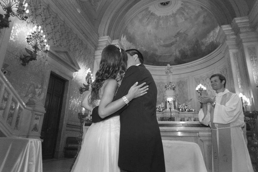 Laura+pablo-fotografo-de-casamientos-bodas-en-buenos aires-capital-argentina-imagenes-uriel-luongo-urielluongo.com-fotoperiodismo-basilica-san antonio de padua-mora prado-eventos (19 de 44)