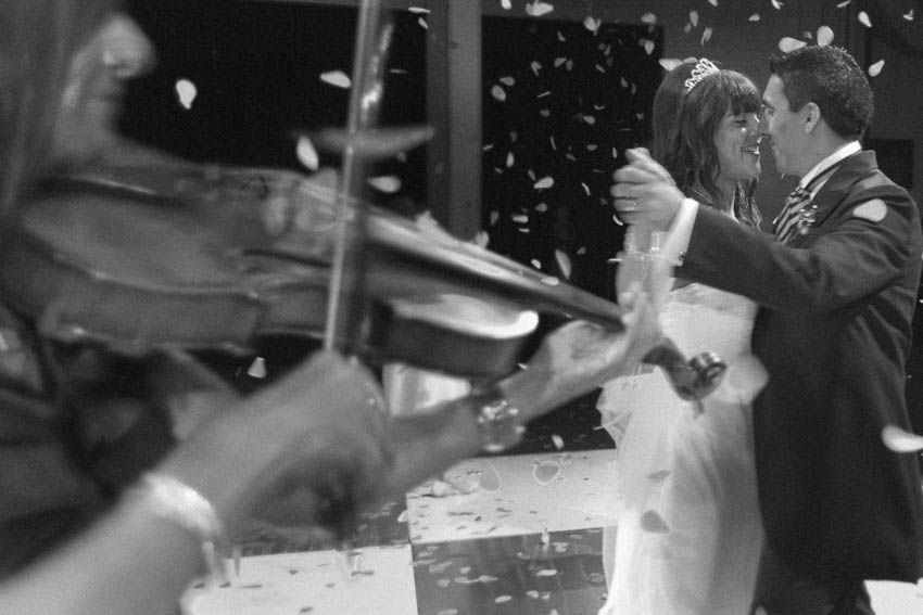 Laura+pablo-fotografo-de-casamientos-bodas-en-buenos aires-capital-argentina-imagenes-uriel-luongo-urielluongo.com-fotoperiodismo-basilica-san antonio de padua-mora prado-eventos (23 de 44)