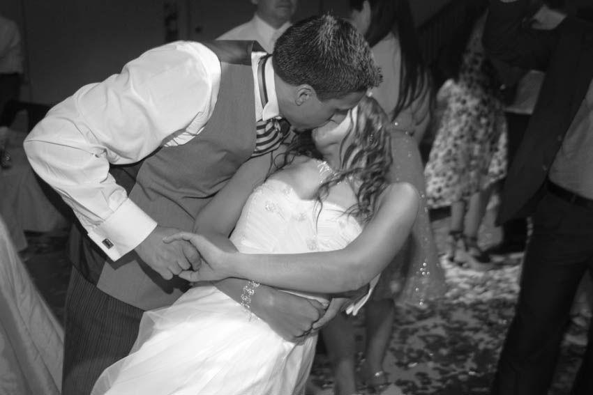 Laura+pablo-fotografo-de-casamientos-bodas-en-buenos aires-capital-argentina-imagenes-uriel-luongo-urielluongo.com-fotoperiodismo-basilica-san antonio de padua-mora prado-eventos (37 de 44)