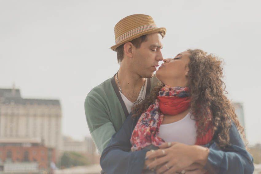 fotografia-de-autor-fotografo-buenos-aires-argentina-casamientos-bodas-en-imagenes-uriel-luongo-urielluongo.com-puerto-madero-sesion-compromiso-embarazo-Agus+Ema-22.jpg