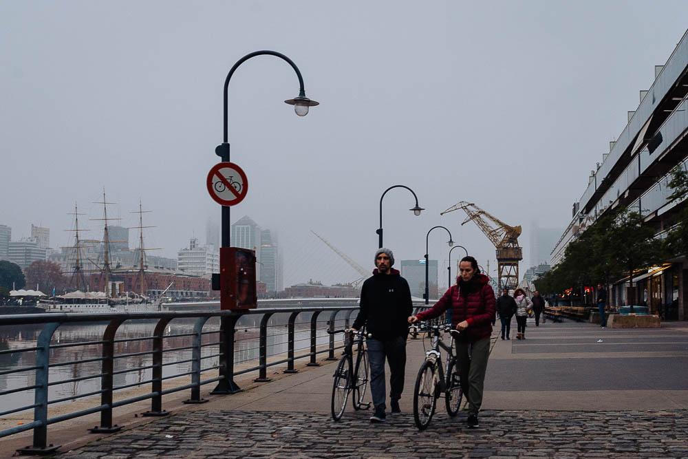 street-photo-uriel-luongo-fotografia-de-calle-en-buenos-aires-argentina-puerto-madero-imagenes-visual-storytelling-70.jpg