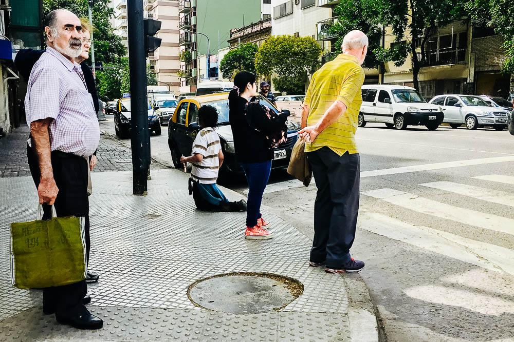 2018-10-31-street-photography-indiferencia-buenos aires-argentina-imagenes de calle-fotografia-uriel-luongo