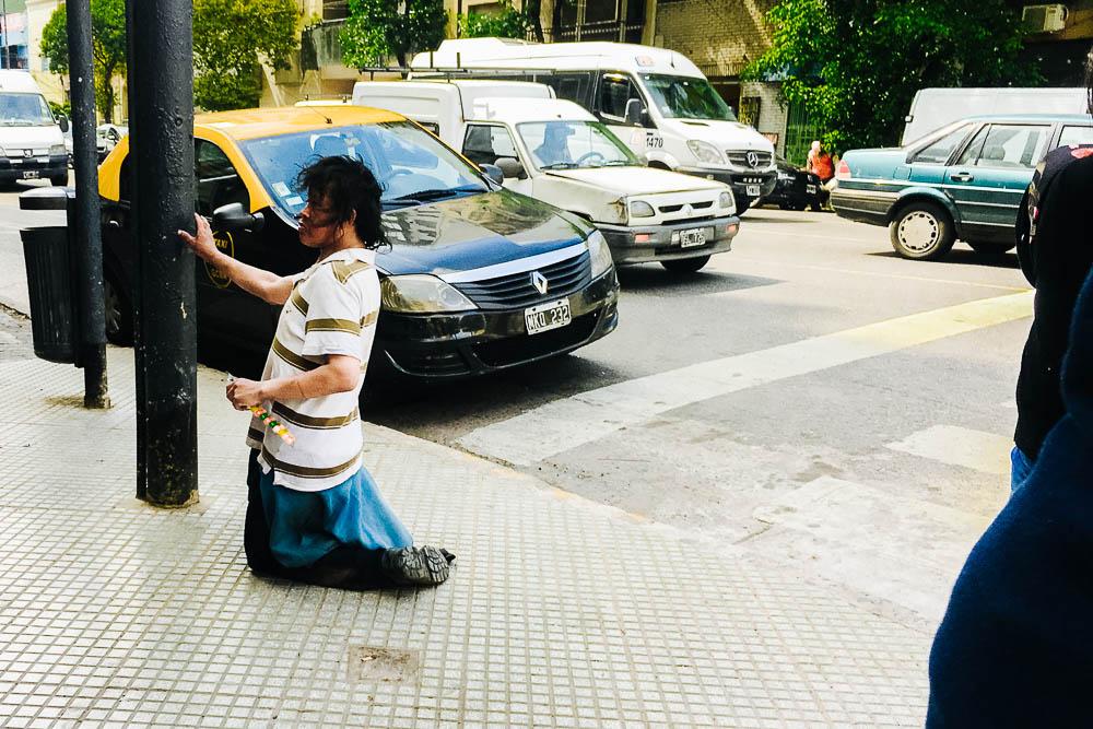 2018-10-31-street-photography-indiferencia-buenos+aires-argentina-imagenes+de+calle-fotografia-uriel-luongo