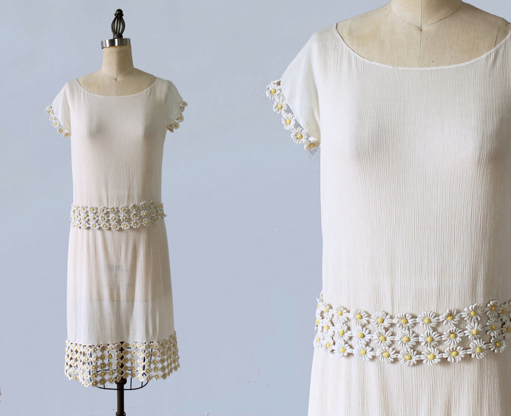 Cotton dress with daisy chain belt and trim. 1920s.