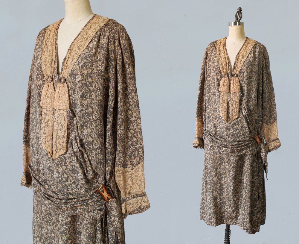 Printed silk dress with lace. 1920s.
