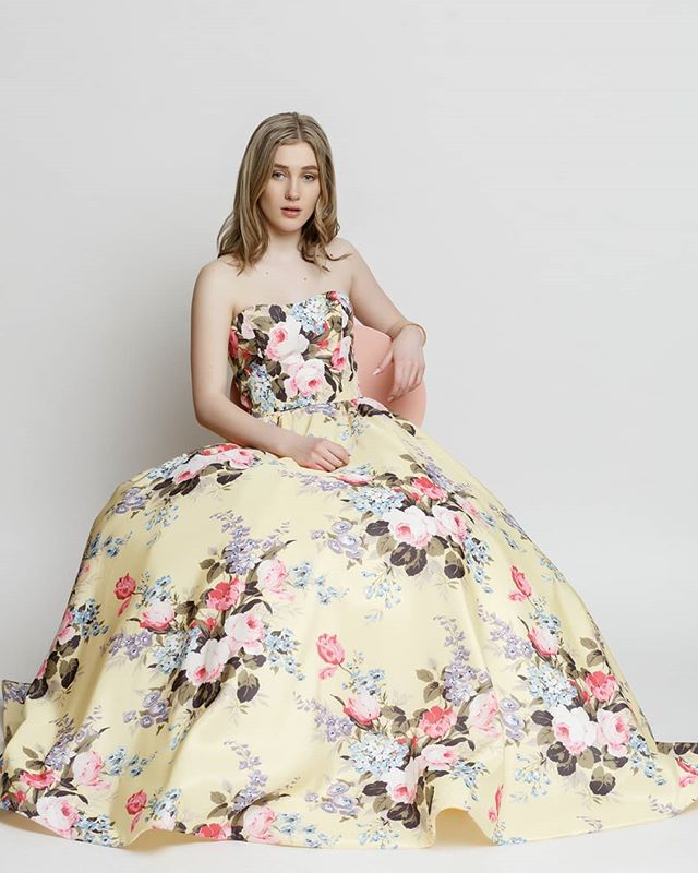 I had the pleasure photography Gemini Academy student photos. Them for the elite was prom, Isabel @isabel.l_beauty is one of the many talented students at Gemini @geminimodels dresses provided by @lacremestjacobs