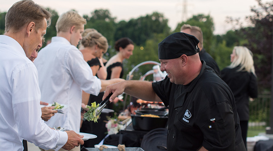 wedding-catering-serving-guests-best-bbq.jpg