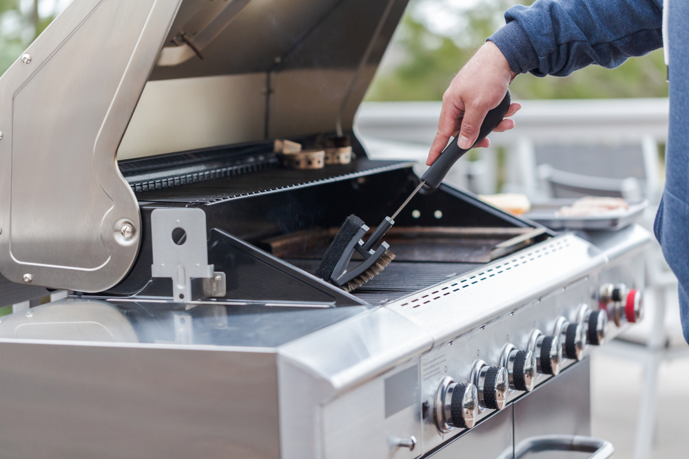 cleaning propane gas grill