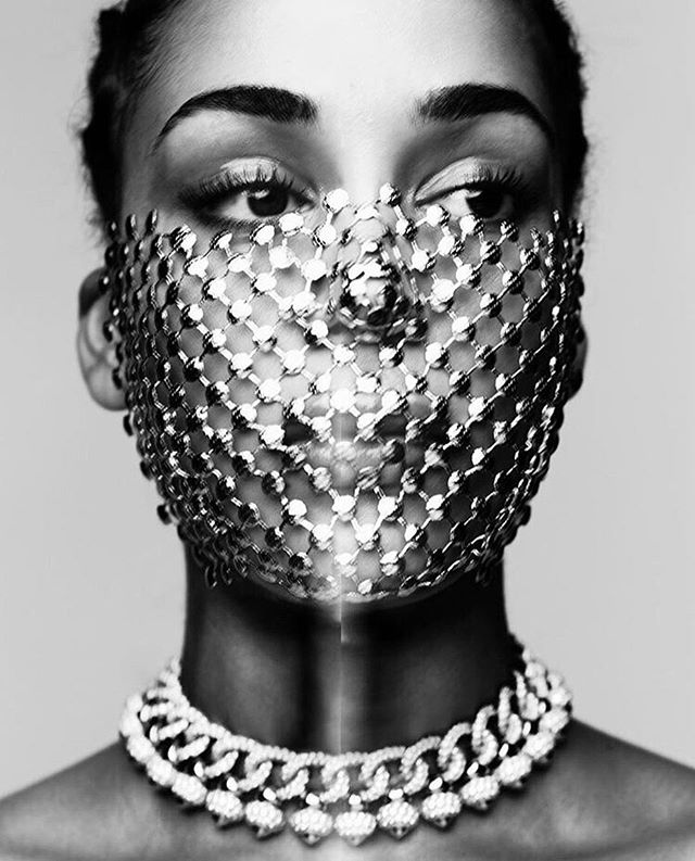 We're opting for jewel mask this Halloween 😍😍😍. How chic is this??
