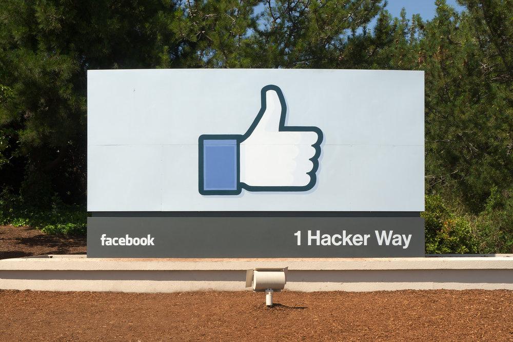 Facebook_Headquarters_Entrance_Sign_Menlo_Park-X2.jpg