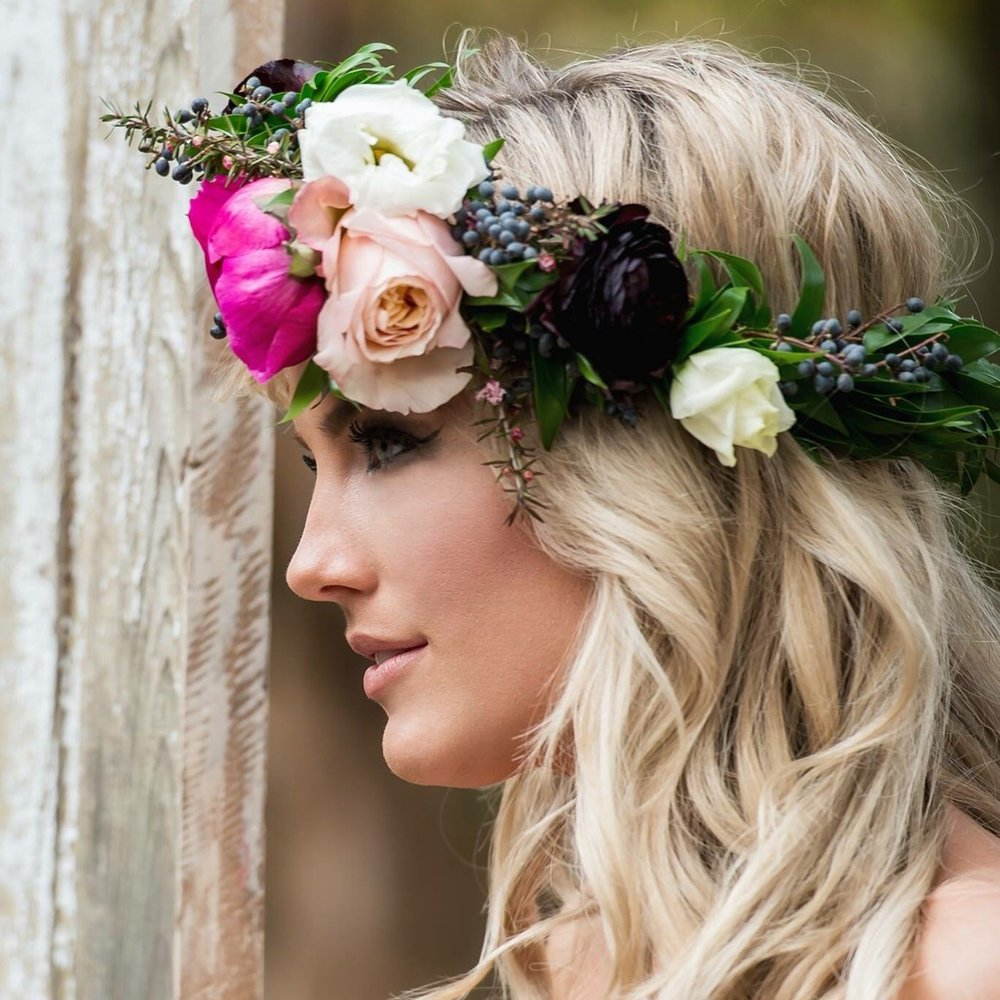 Some Flowers In Your Hair Flower Crowns Genys Flowers And Bridal