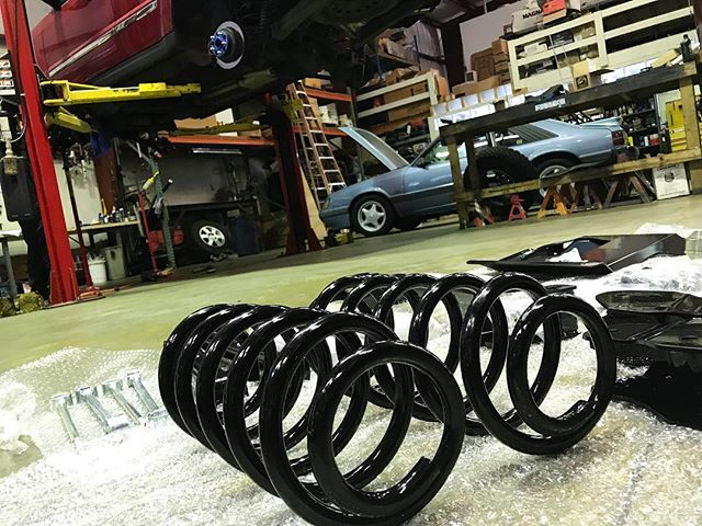 Working on BIG projects here in the shop! Don't forget we have a 50% Off Labor on Big Projects as our specials. Checkout our Facebook page for the coupon!  #northcarolina #raleigh #potd #briercreek #jeep #liftkit #springs #coupons #deals #globalperfomance #bigtires