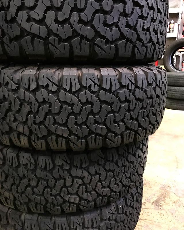 Big Tires. Fun Times. 💪🏻 Summer is officially here and that means summer nights, BBQs, and muddin! Come in to @globaloffroaddiesel for all your tire needs. If you have any Big Tires share them with us! We would love to see.  #carsofinstagram #tires #muddin #mudding #perfection #jeepsofinstagram #potd #dieseltrucks #diesel